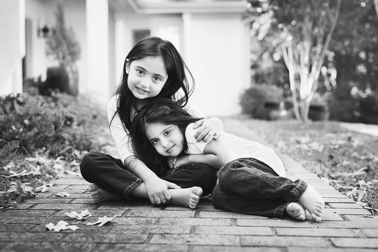 Atlanta family photographer, siblings on sidewalk at home