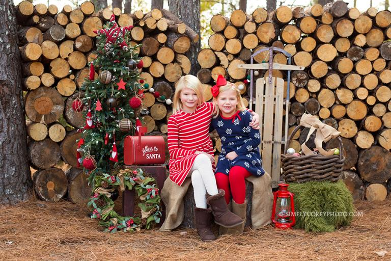 outdoor Christmas mini session by Douglasville children's photographer