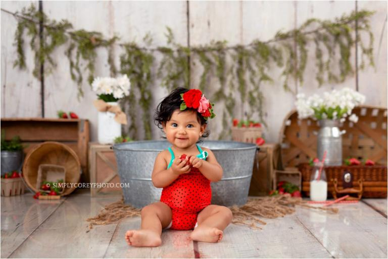 Atlanta baby photographer, strawberry bath studio sitter session