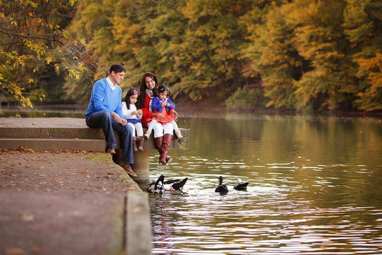 family photographer Atlanta, parents and kids feeding ducks