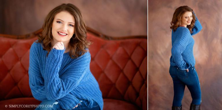 senior portrait photographer, near Bremen, teen girl on a couch in studio