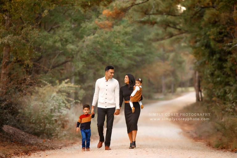 Atlanta family photographer, fall portrait session on country road